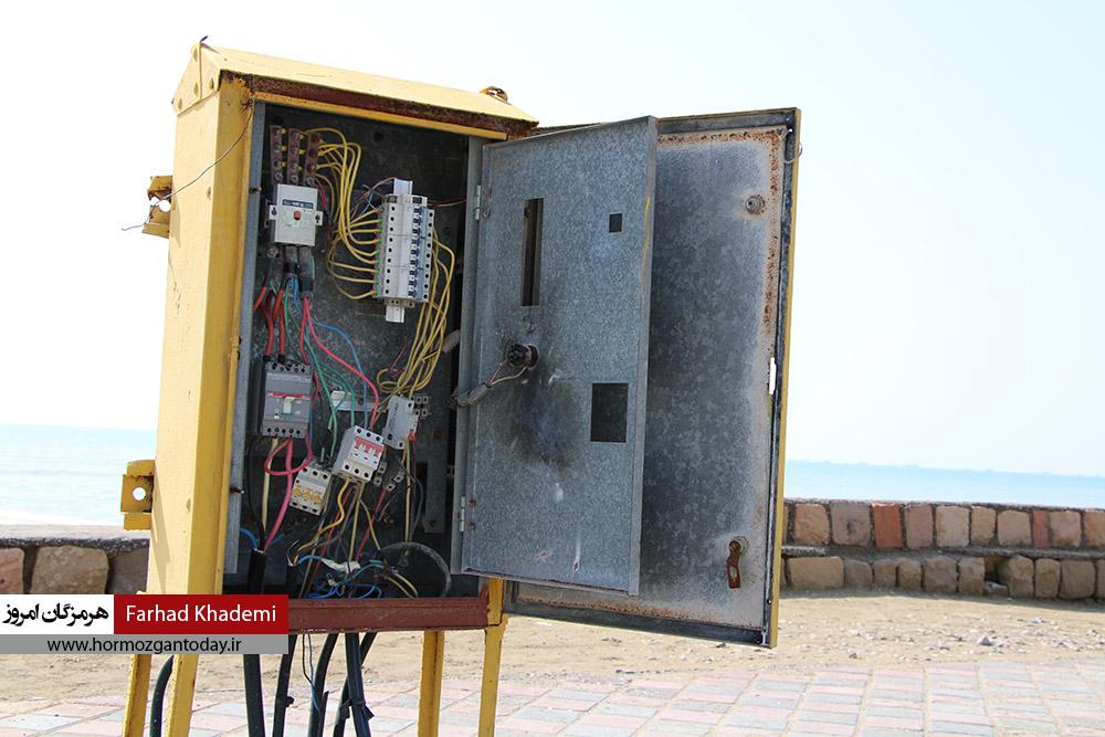 گزارش تصویری : وضعیت جعبه های برق در برخی پارک های بندرعباس