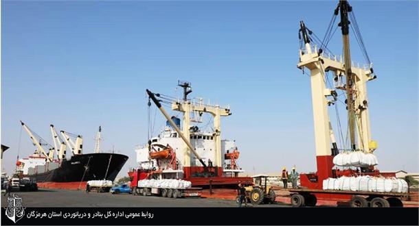 بارگیری همزمان ۳ فروند کشتی صادراتی در بندر شهید باهنر